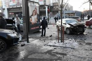 At the crossroads in the center of Kharkov there was a massive crash