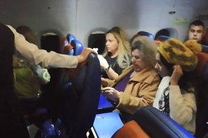 Видеошок: жена депутата устроила драку в самолете Москва-Бейрут