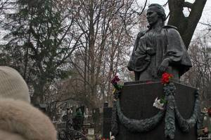 In Kiev, the writers revolted desecrated the grave of Lesja Ukrainka