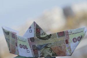 Половина денег - на еду: сколько зарабатывают и на что тратят украинцы