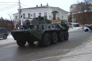 У границ с Украиной заметили колонну российской военной техники: появилось видео