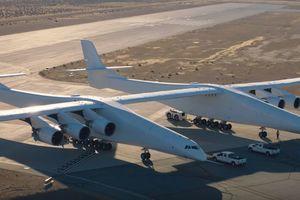 В США испытали самый большой самолет в мире: появилось видео