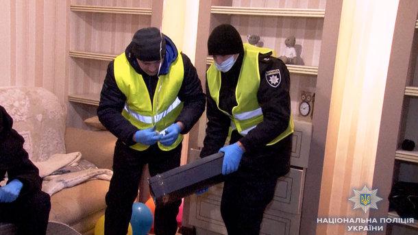 В прикарпатському містечку, у зачиненій квартирі, виявили тіло людини