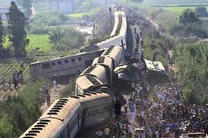 The death toll in the train collision in Egypt increased
