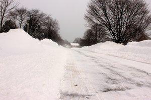 Непогода в Херсонской области: в дома пришел холод, а на дороги вывели тяжелую технику