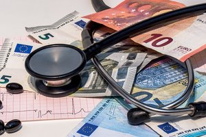 Украинцы будут официально платить врачам: какие тарифы