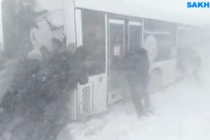 """В России к движению автобусов подключили """"бурлаков"""": появилось яркое видео"""