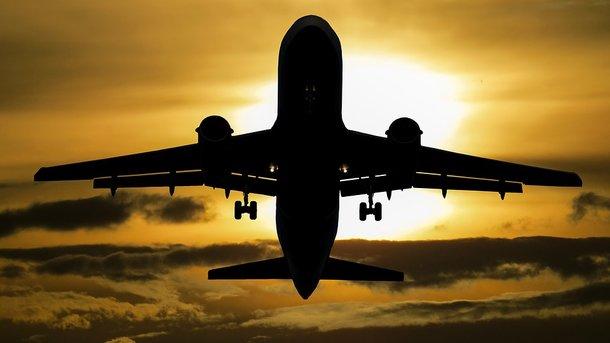 Ваэропорту «Запорожье» самолет МАУ съехал совзлетно-посадочной полосы