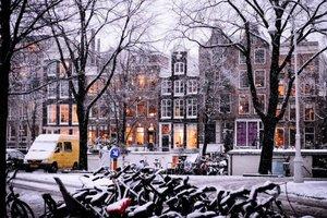 В Амстердаме замерзли каналы: невероятные фото и видео