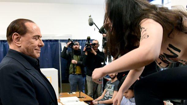 Активистка FEMEN оголилась перед Сильвио Берлускони