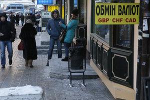 В Украине упал курс доллара и резко подорожал евро