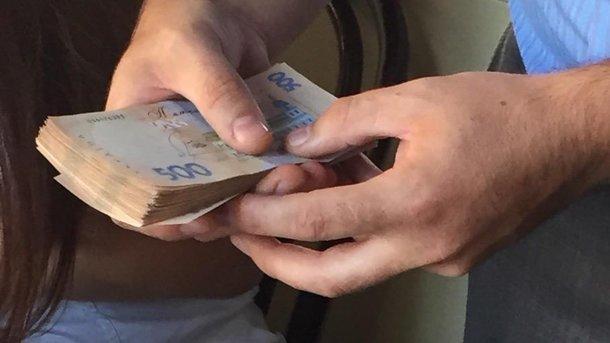Запорожский налоговик попался навзятке вчетверть млн грн