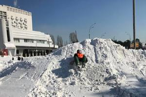 In Kiev, the utility built from the huge snow slide and trampoline