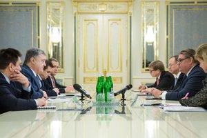 Порошенко призвал международное сообщество не признавать российские выборы в Крыму