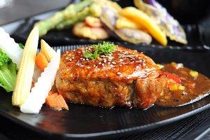 Рецепт дня: запеченная свинина с овощами
