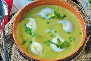 Идея для весеннего обеда: суп-пюре из зеленого горошка с мятой