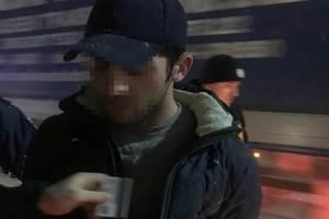 В Киеве трое иностранцев ранили таксиста и угнали его авто