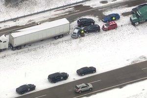 В США из-за снегопада столкнулись около 60 автомобилей