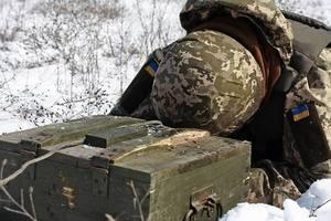 В АТО во время выполнения боевых задач погиб украинский солдат, еще трое ранены