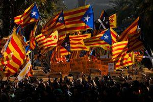 В Барселоне десятки тысяч людей вышли на митинг за независимость Каталонии