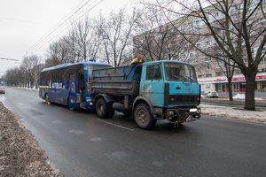 В Днепре автобус Запорожье - Киев врезался в грузовик
