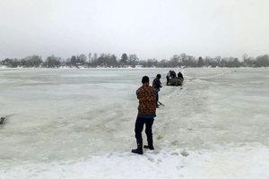 Опасный лед: под Киевом на водоеме чуть не погиб мужчина