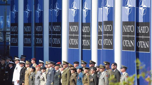 Новый статус для страны. До конца года на стандарты НАТО хотят перевести 50 военных частей. Фото: AFP