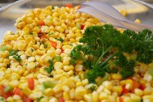 Великий пост-2018: готовим яркий салат из овощей и кукурузы