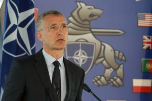 Порошенко попросил для Украины ПДЧ в НАТО: появилась реакция Альянса