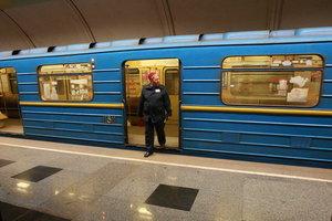 Одна из веток киевского метро остановилась из-за дыма
