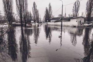 В Киеве из-за затопления закрыли целую улицу