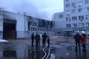 В Киеве горит склад на Туполева
