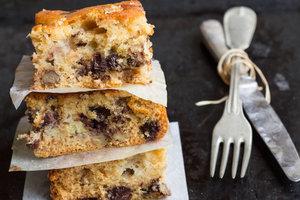Рецепт полезной выпечки: банановый кекс с орехами и сухофруктами