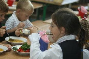 Почему не кормят школьников в Оболонском районе Киева