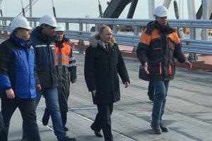 Путин начал визит в оккупированный Крым: появилось видео