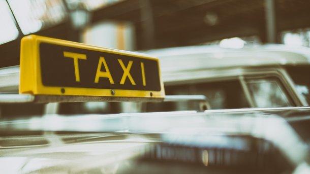 В случае ДТП в такси весь ущерб пассажиру возмещает водитель – юристы