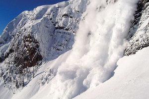 В Карпатах сошла снежная лавина