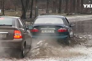 What are the pit to hide the puddles on the Ukrainian roads: the journalists were measured and the results surprised