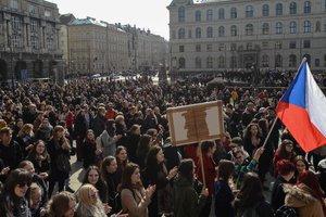 В Чехии учащиеся школ и вузов вышли на митинги против президента
