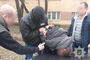 Боец ГСЧС воровал, употреблял и продавал наркотики на Закарпатье