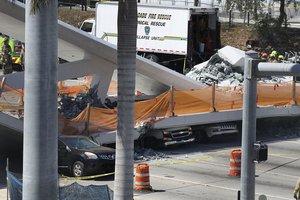 Обрушение моста в США: под обломками оказались машины с людьми