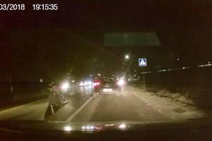 Возле Львова работница таможни за рулем Kia сбила двоих мужчин