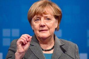 Меркель хочет вытеснить правых популистов из Бундестага