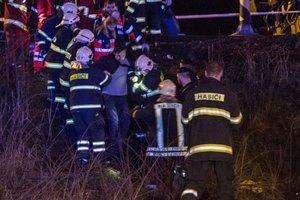 В Словакии пассажирский поезд столкнулся с локомотивом, десятки пострадавших