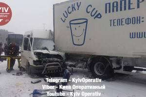 Под Киевом произошло серьезное ДТП: опубликованы фото