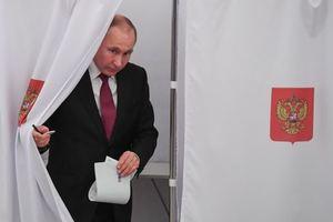 Путин проголосовал на выборах в России: появилось видео