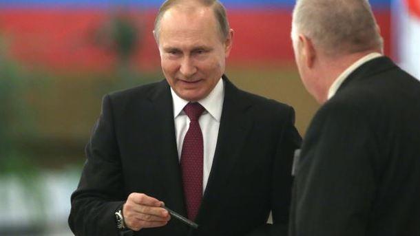 Проголосовавшим на выборах президента РФ в оккупированном Севастополе выдают памятную медаль - Цензор.НЕТ 4501