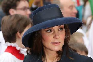 Стильное пальто и элегантная шляпка: новый выход беременной Кейт Миддлтон