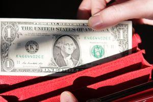 Когда украинцам ждать дешевого доллара: эксперты дали прогноз