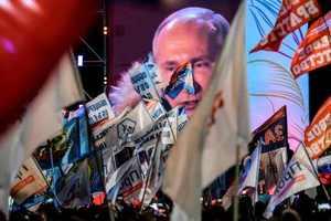 Выборы РФ в Крыму: татары проигнорировали Путина, а казаки бросали бюллетени пачками